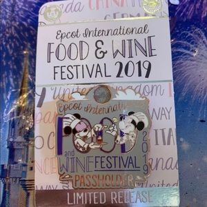 EPCOT FOOD AND WINE FESTIVAL ANNUAL PASSHOLDER PIN